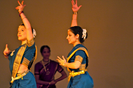 Bharatanatyam group performance