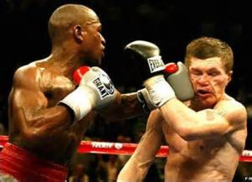 Floyd Mayweather knocked Ricky Hatton out in the tenth round handing the British boxer his first loss. The bout was contested in the welterweight division.