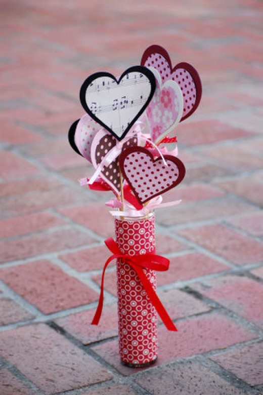Paper hearts table display