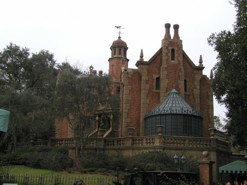 The foreboding mansion looms in the distance, challenging guests to come closer...
