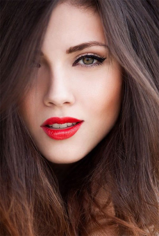 Classic makeup with red lips and black eyeliner