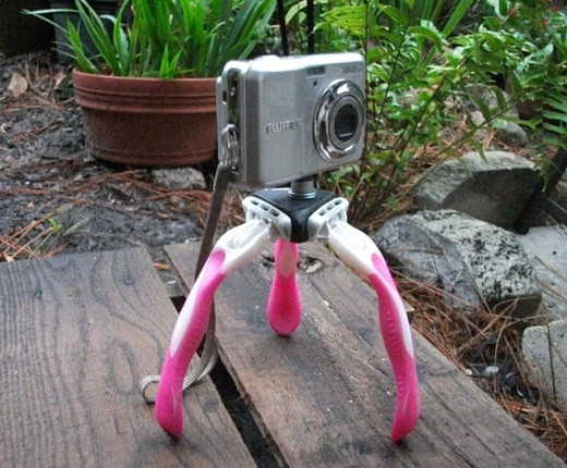 Homemade camera stand by old razors