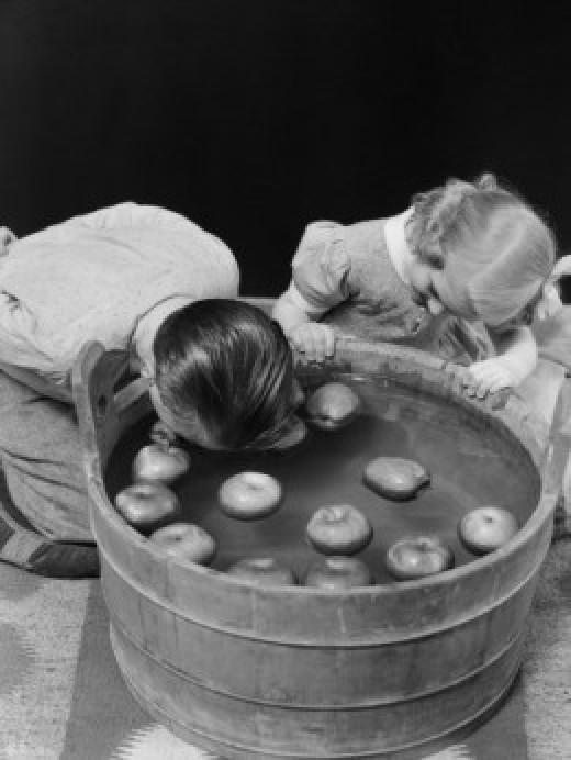 Place some small, green apples in a bowl of water, so that they float. The children have to retrieve them using their mouths only, keeping their hands behind their back.