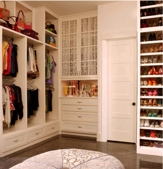 Maximize your storage space and declutter your closet FAST, this article will show you how.
