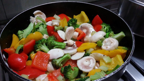 Sauteed Red and Yellow belpeppers with mushroom and brocolli