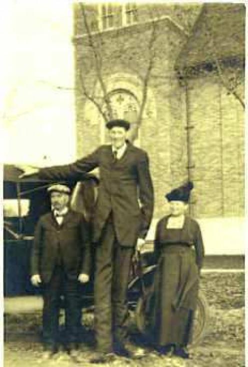 Bernard Coyne (center)