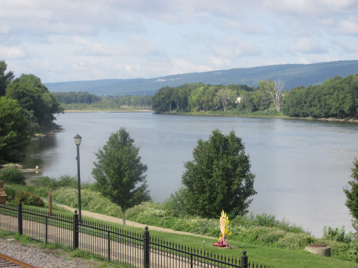 A picture of the Susquehanna River from the side of the road looking south.