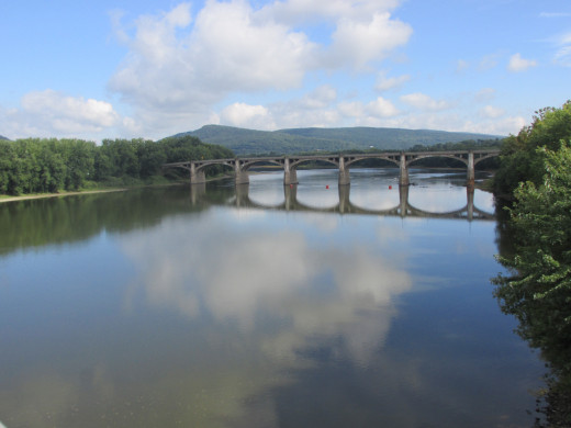 A picture of the Susquehanna River taken from one of the bridges that connect Pittston and West Pittston looking north