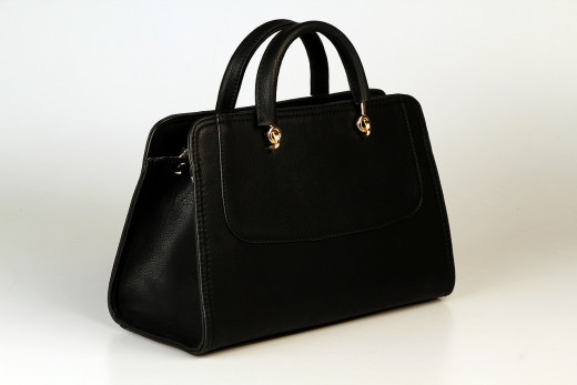 Your handbag or briefcase should look professional and polished on the outside, and clean and tidy on the inside.