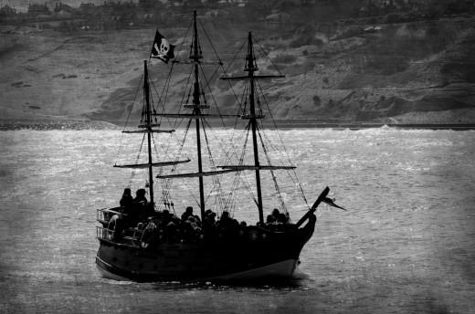 Pirates on the Sylaak Seas