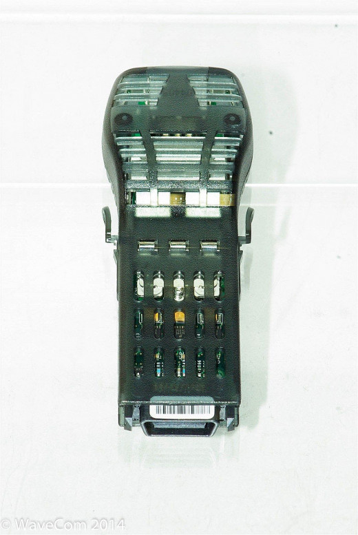 You can clearly see the connector at the back of the module here