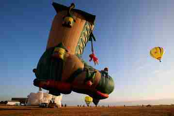 Flying SHoue House (Photo Source:www.gmanetwork.com)