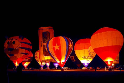Night-time balloon display during the Hot Air Balloon Fiesta at Clark, Pampanga (Photo Source: Ninjakeg)