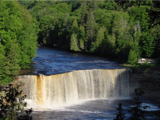 color of Tahquamenon Falls