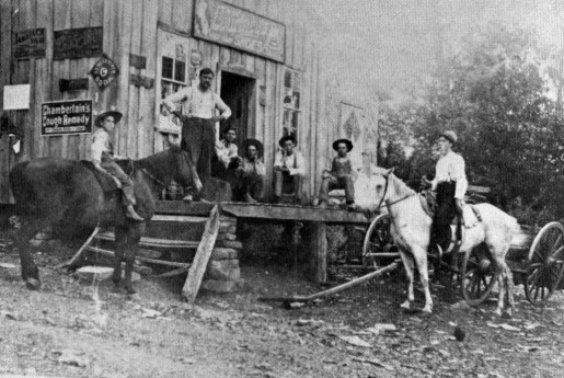 1906 Goodloe Store and residents of an area in the  Ozark Mountain
