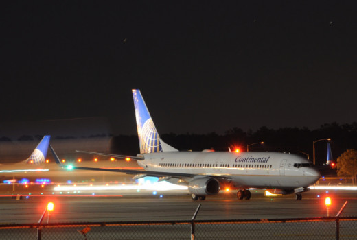 Continental Airlines 737 taxing to runway
