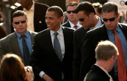 See how closely the Secret Service guards the President?