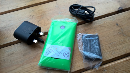435, Battery, Charger & USB cable