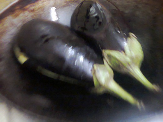 Two eggplant fruits of 200 gram each