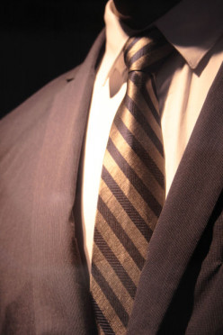 The Easiest Way To Tie A Necktie