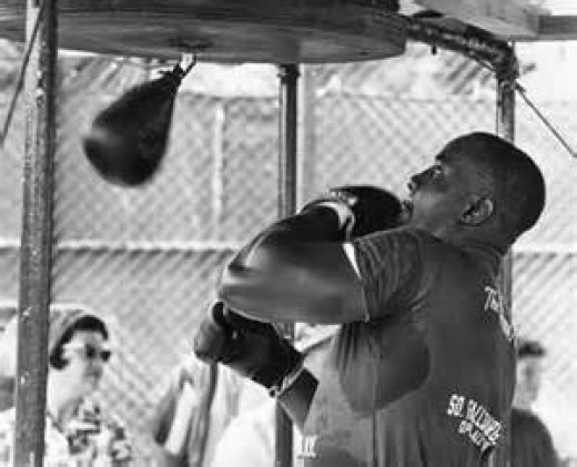 Sonny Liston won the heavyweight title by knocking out Floyd Patterson in the very first stanza.