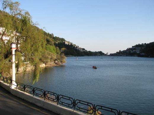 Nainital Lake By Ekabhishek [CC-BY-SA-3.0 (http://creativecommons.org/licenses/by-sa/3.0/)], via Wikimedia Commons