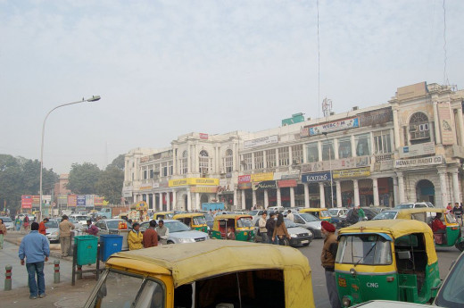Street of Connaught Place, Delhi by ampersandyslexia [CC-BY-SA-2.0 (http://creativecommons.org/licenses/by-sa/2.0)], via Wikimedia Commons