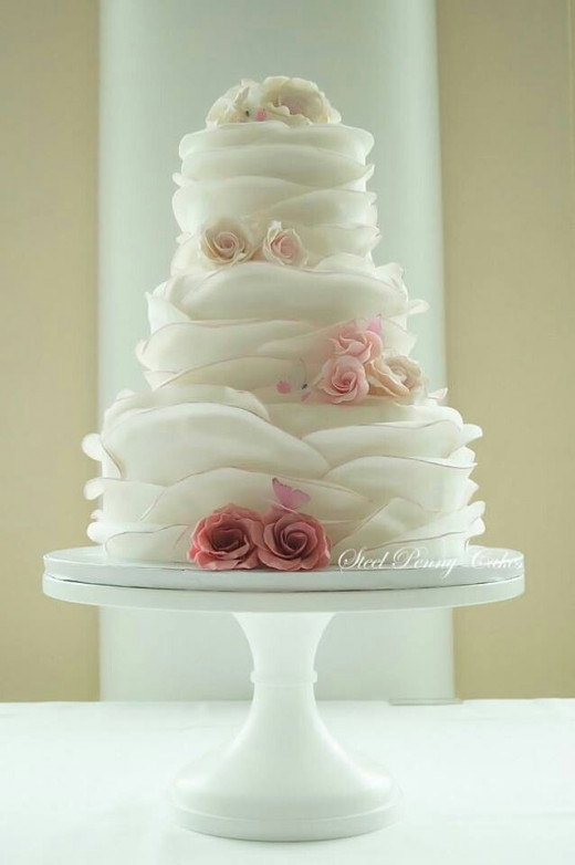The wedding cake can also be decorated by flowers in strawberry colors. It doesn't have to be strawberries.