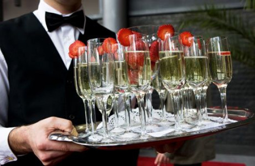 Champagne with strawberry slices