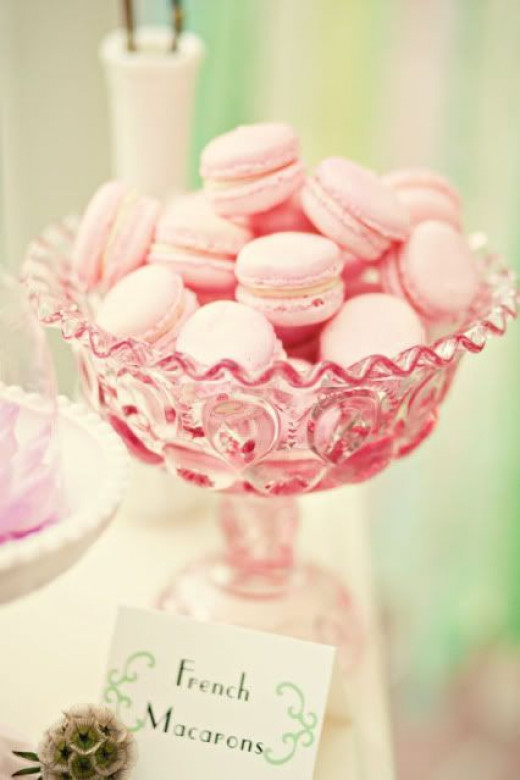 Strawberry-flavored French macaroons