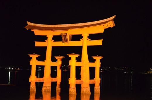Learn a language! The famous gate of Itsukushima Shrine, Miyajima Island, Japan