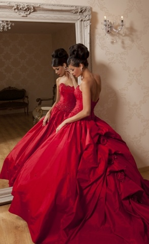 Or be bolder, don a red wedding gown. Still in strawberry shade, of course.
