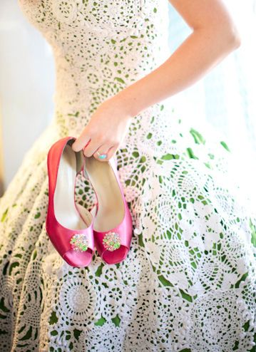 A nice way to wear a white gown that still goes with the strawberry theme: a white crocheted number on top of an olive gown (color of the leaves). And the shoes in strawberry pink color.
