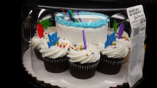 Cake & Cupcake Combo