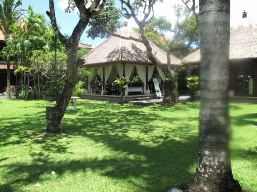 Santrian Beach Hotel Gardens -