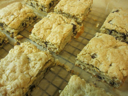 Oatmeal and fruit add to blondie recipes boosts the fiber and nutrients. Healthy blondies are easy to make at home.