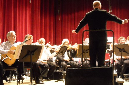 "Premiere of ""La Foto del Tiempo"" by Oscar Edelstein with soloist, Eduardo Isaac (Guitar), and Pedro Ignacio Calderón conducting the Orquesta Sinfónica Nacional (Argentina) on 19th October 2008, Teatro 3 de Febrero (Paraná, Argentina)."