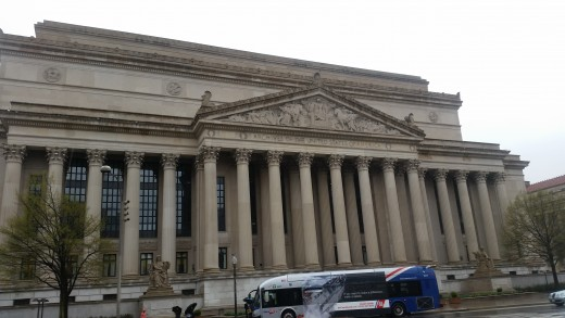 Like a lot of buildings in Washington, there are a lot of columns (long poles of stone) outside of the Archives!