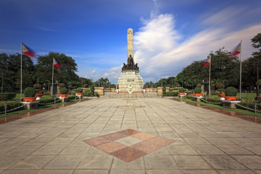 See the famous monument of the national hero, Dr. Jose Rizal