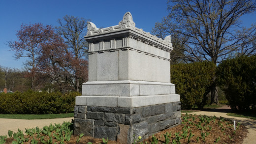 This monument is the tomb for unknown soldiers from the Civil War. People could not remember or tell who they were, so there were given a safe place here!