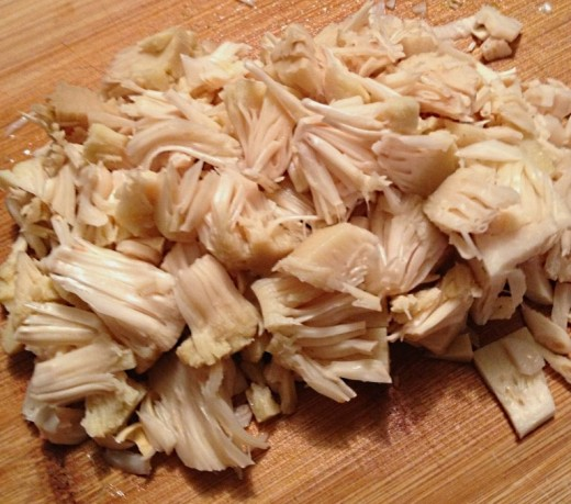The chopped jackfruit bulb capsules resemble pulled meat when cooked and are a favorite for vegan dishes