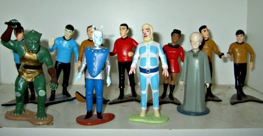 On the back row are  'BONES' Dr. McCoy, MR. SPOCK, CAPTAIN KIRK, SCOTTY, UHURA, SULU, CHEKOV, In the front are an GORN, a ANDORIAN, a TELLANITE and a TALOSIAN ... THESE 11 DIFFERENT 1991 HAMILTON STAR TREK ORIGINAL SERIES FIGURES