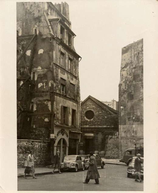 Trois Mailletz building on Rue Galande in the Latin Quarter of Paris before being  rebuilt in 1950