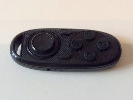 iPhone-compatible controller by Homido is tiny - only a little larger than a large keyfob