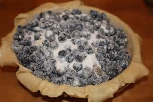 Cover floured berries with sugar