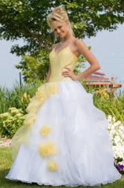 A lovely prom girl named Lisa Ann.