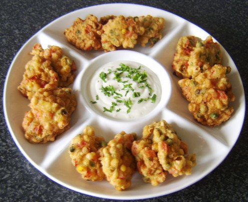 These delicious vegetarian corn, pea and bell pepper fritters with soured cream dip make the perfect sharing platter