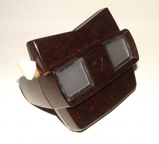 A View-Master Model E of the 1950s made of Bakelite.