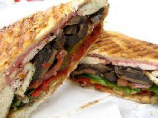 en accolade of sandwich