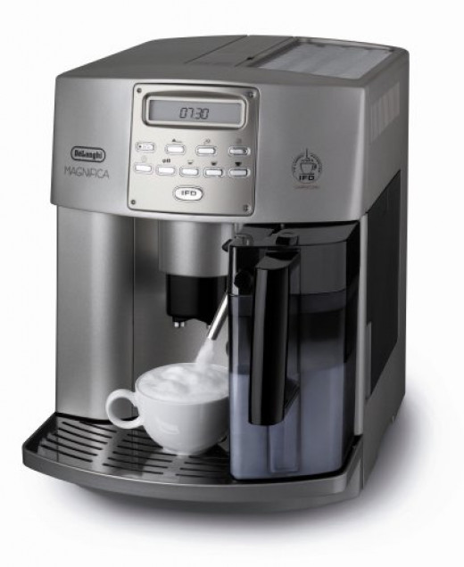 Very straightforward to operate, the DeLonghi ESAM3500.N Magnifica Digital Super-Automatic features a rotary and push button control panel with programmable menu settings, so that you choose the optimum brew cycle for your needs.